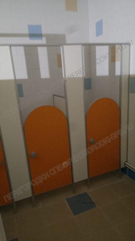 tualetnye-peregorodki-dlya-detskogo-sada-11-2