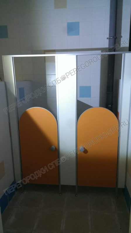 tualetnye-peregorodki-dlya-detskogo-sada-12-2