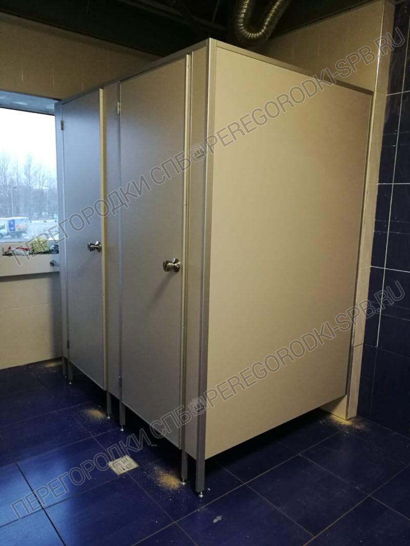 tualetnye-peregorodki-dlya-magazina-kastorama