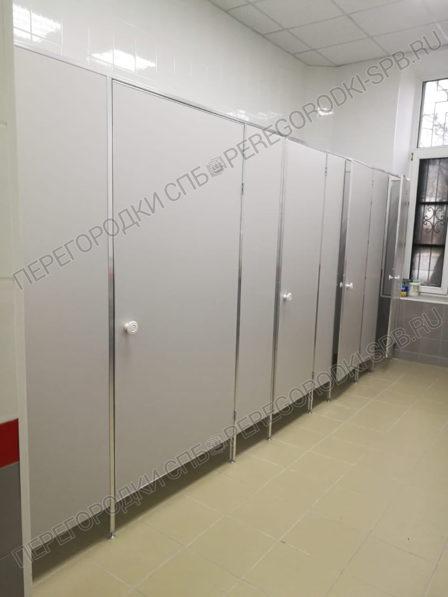 tualetnye-peregorodki-dlya-zhd-vokzala-v-g-luga-1-2