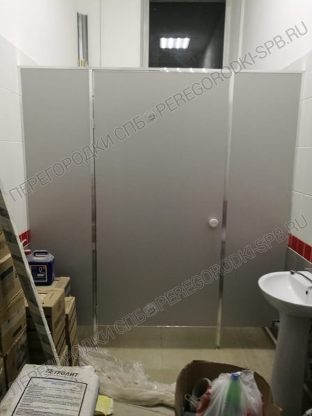 tualetnye-peregorodki-dlya-zhd-vokzala-v-g-luga-4-2