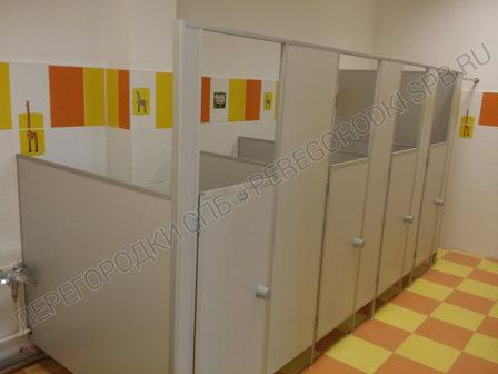 tualetnye-peregorodki-v-detskiy-sad-ust-slavyanki-4