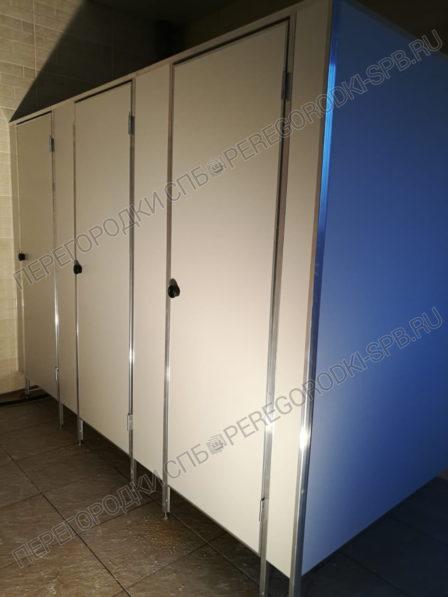 tualetnye-peregorodki-v-ispolnenii-ekonom-usilennyi-2