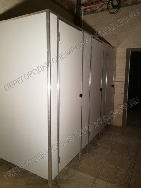 tualetnye-peregorodki-v-ispolnenii-ekonom-usilennyi