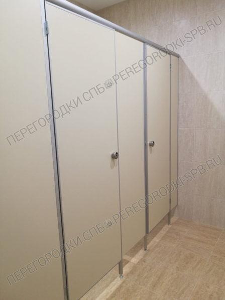 tualetnye-santehnicheskie-peregorodki-dlya-delovogo-tsentra-3