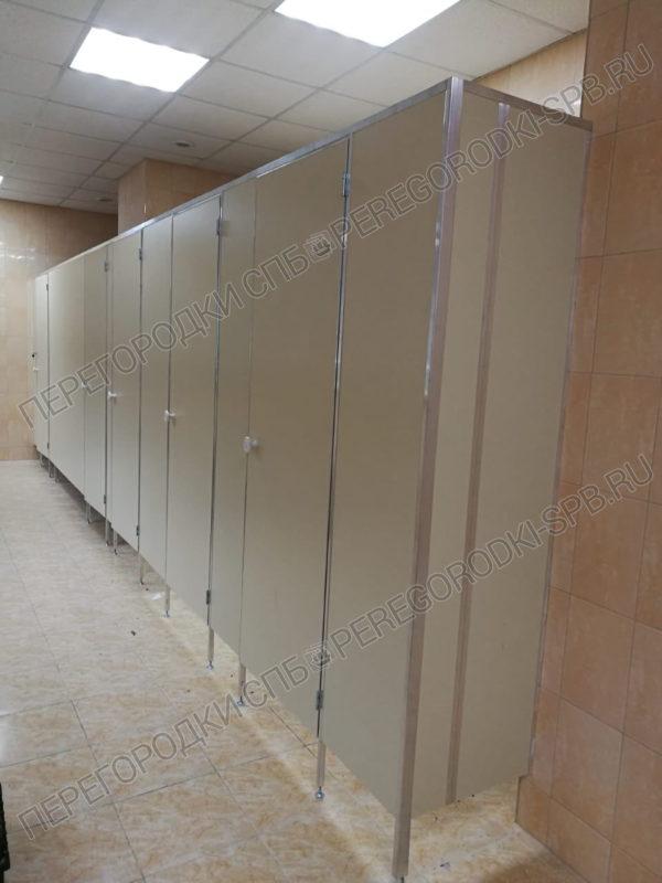 uvelichenie-glubiny-tualetnyh-kabin