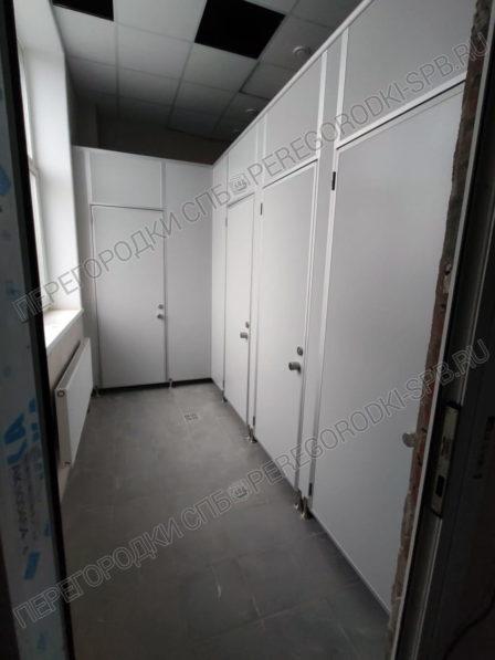vysokie-kabiny-dlya-tualeta-nii-1