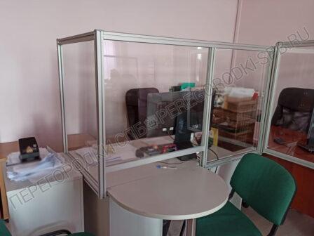 zashhitnye-ekrany-dlya-rabochih-stolov-ot-koronavirusa-2