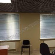 zhalyuzi-na-okna-v-ofise-1