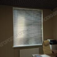 zhalyuzi-na-okna-v-ofise-3